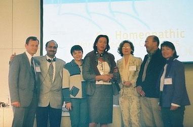 Н. Гуцол (Украина), Н. Радомская (Россия), Л. Гуцол (Украина), Оксана  Босюк (Украина) с зарубежными коллегами на Берлинском Конгрессе (2005).