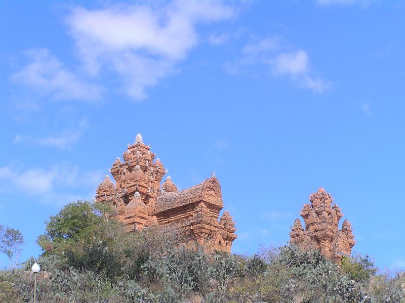 Чамские башни Поклонджарай (окрестности Фанранга, Вьетнам 2007)