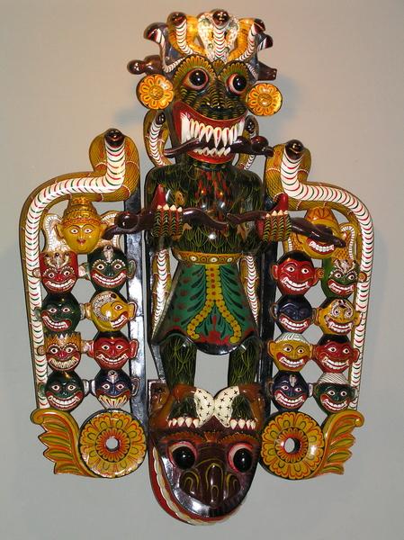 Маска врача (18 типов патологии) в музее Масок (Шри Ланка, январь 2008 года)